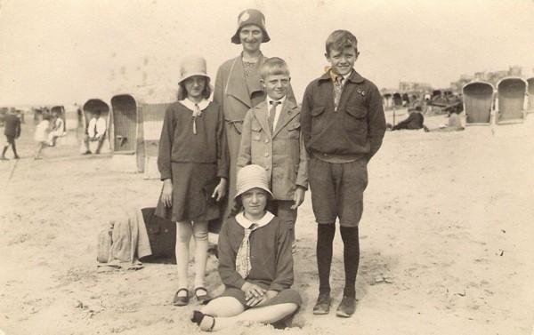 Cornelia van Wijngaarden met haar kinderen