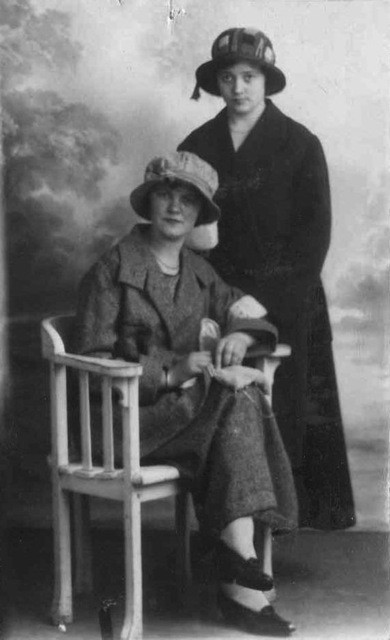 Hendrika Maria van den Brink en Jeanne Terwee