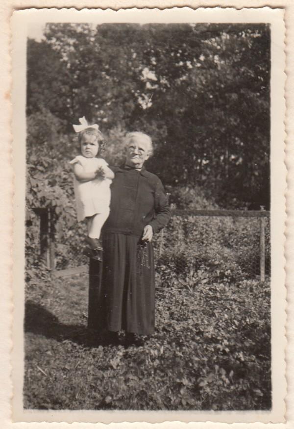Jannetje Maria Vervat en Belia Nieuwhoff