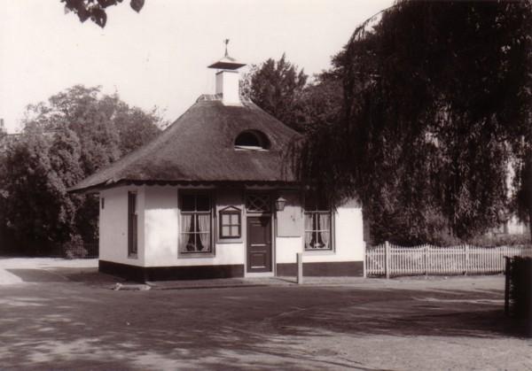 Foto  Tolhuis Eemweg hoek Kerkstraat