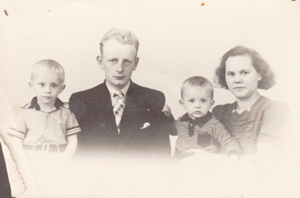 Foto  Gerrit Breunesse, Johannes Breunesse, Johannes Josef Breunesse en Clara Moras