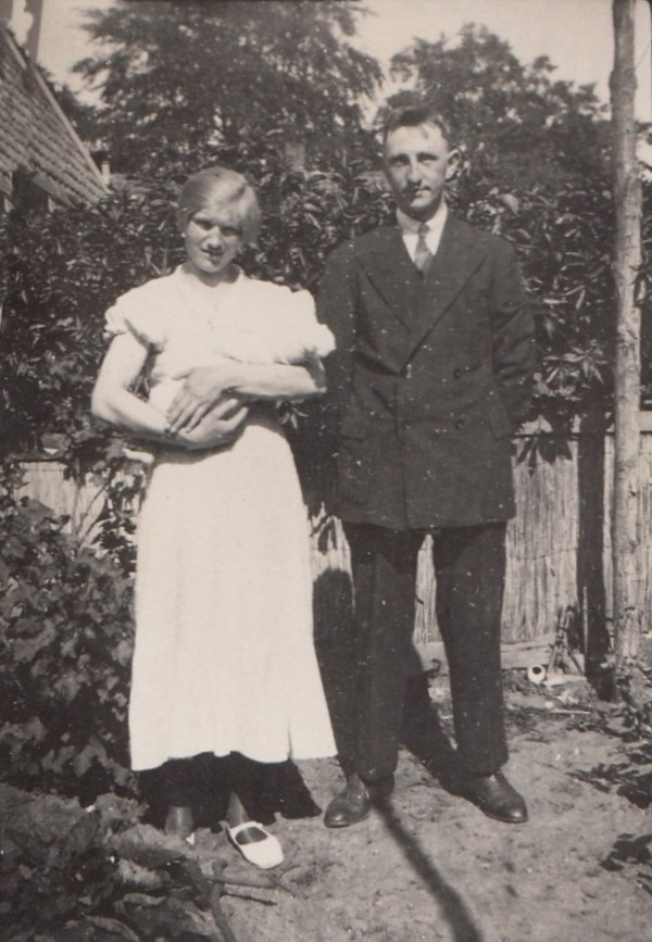 Foto  Menke de Jong en Anton Karel Eduard van de Meent met zoon Wilhelm Karel