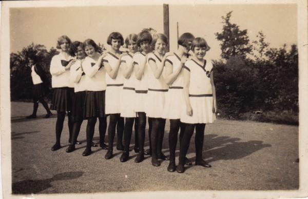 Meisjes van Gymnastiekvereniging Excelsior