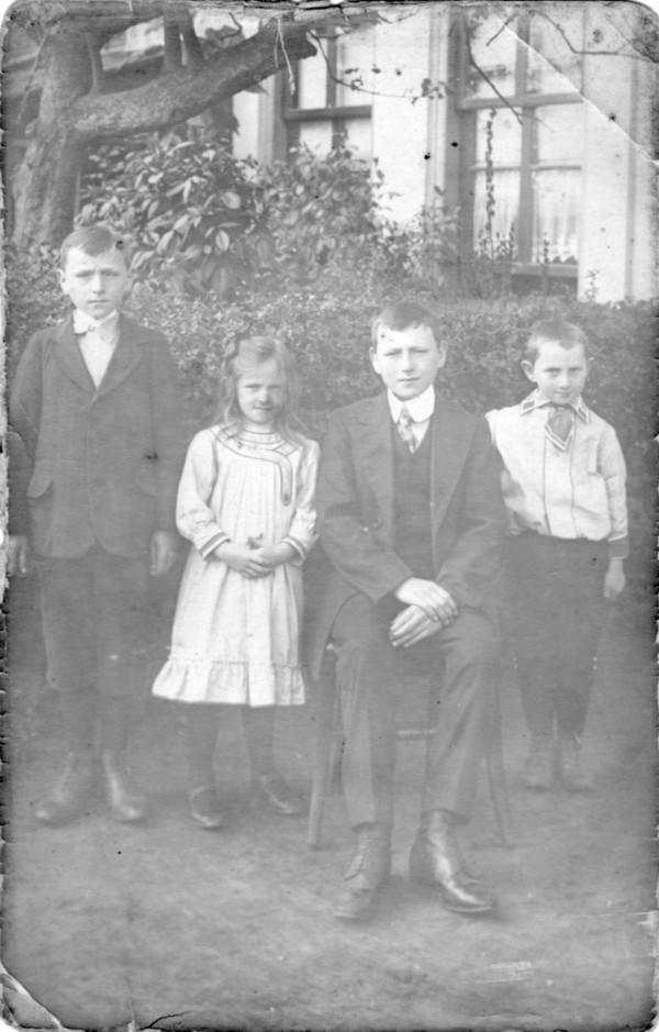 Gijsbertus, Hermina Maria, Cornelis en Anton Karel van de Meent