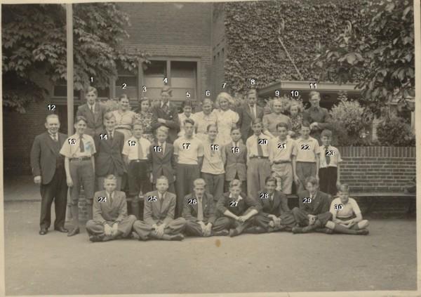Foto  Hervormde School aan de Spoorstraat in Baarn