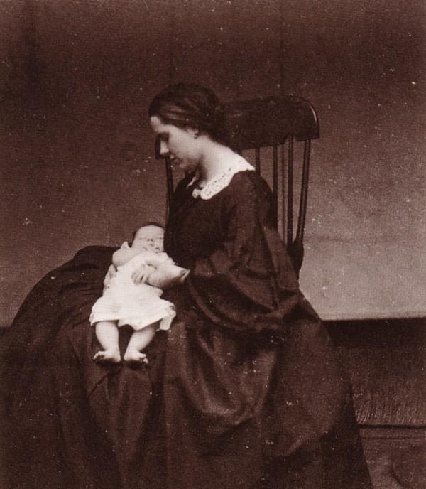 Pauline Wilhelmine Louise Holle en dochter Maria Albertina Hoogeveen