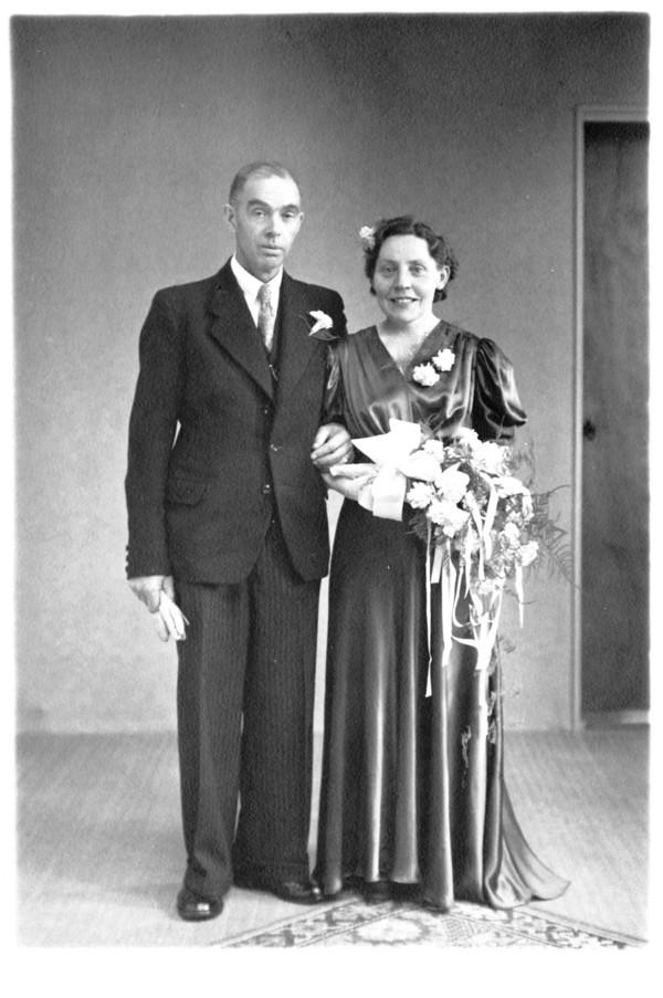 Foto  Mattheus Johannes Heesemans en Marian Beneder trouwfoto