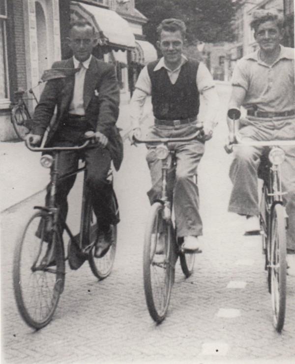Foto  Hendrikus Jacobus Richardus Schothorst, Jan Aart Ligtenberg en Johannes Gerrit van de Pol