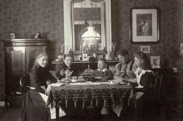 Alida Jannetje Timmers met kinderen