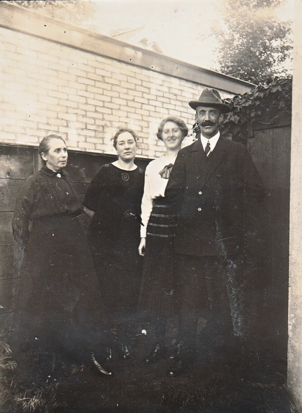 Jacoba Johanna van Dijk, Margo en Coba van Klaarwater, Anthonius Martinus van Klaarwater