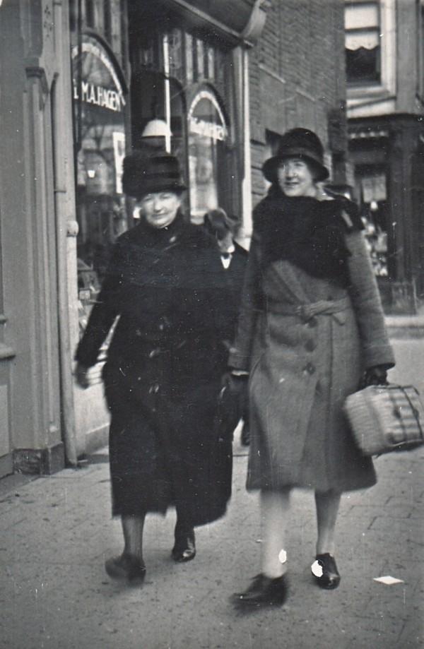 Elisabeth Margaretha Maria Elzendoorn en Jacoba Johanna van Klaarwater