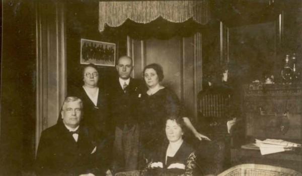 Anna Vos, echtpaar Velhorst-Terwee en echtpaar Terwee-Hallebeek