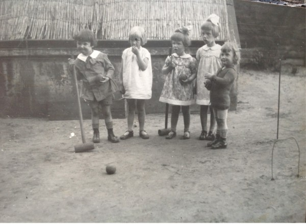 Kinderen spelen cricket (Geijsendorpher)