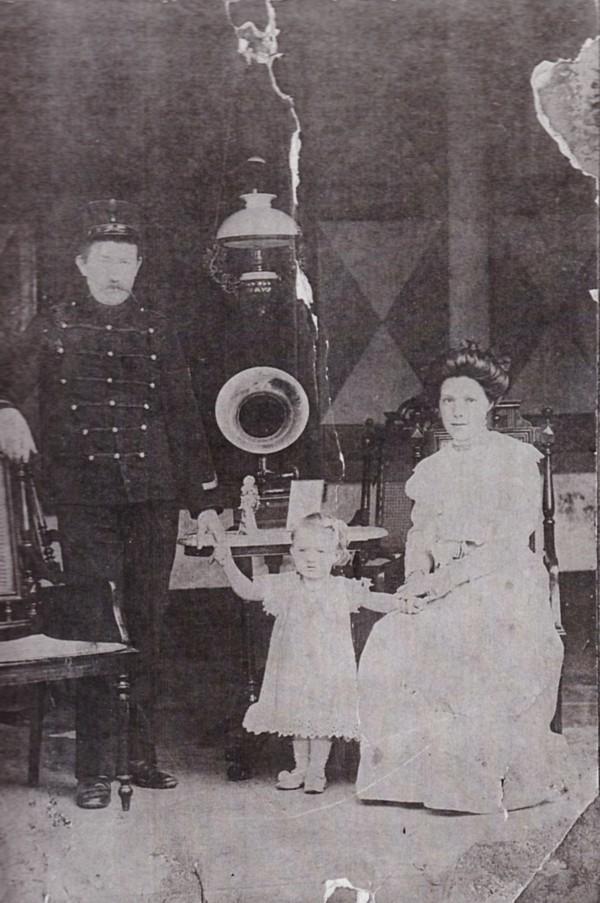 Dirk Hovius en Paulina van Ginkel met dochter Geertruida Petronella Hovius