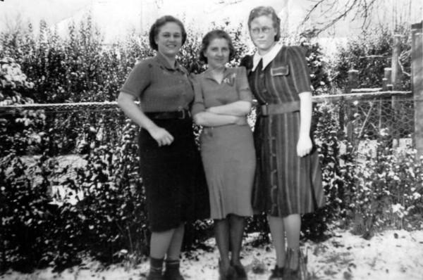Liesel Akkerman, Mien Vogel en Johanna Wilhelmina Akkerman