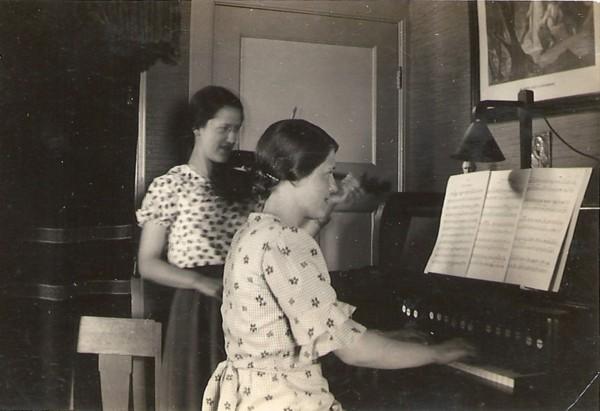 Hendrika Roothart en Cornelia Roothart