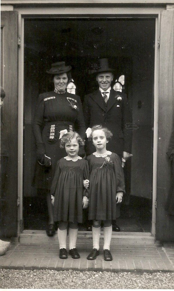 Pieter Seldenrijk en Maria Zonneveld met dochters Janny en Marijke
