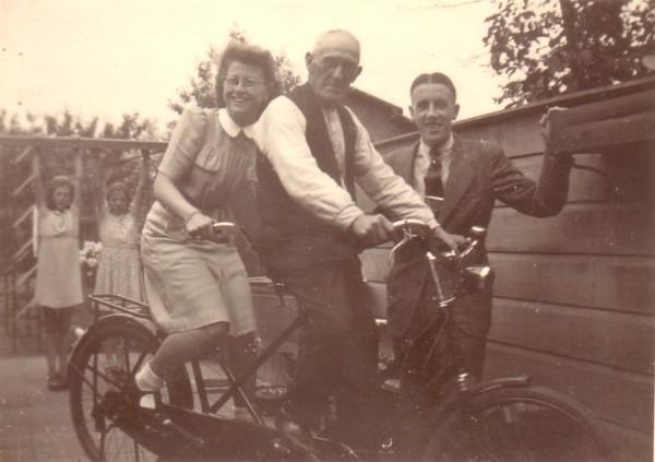 Foto  Maria van Oostveen, Klaas Evert Dirk van Oostveen en Willem de Ruiter