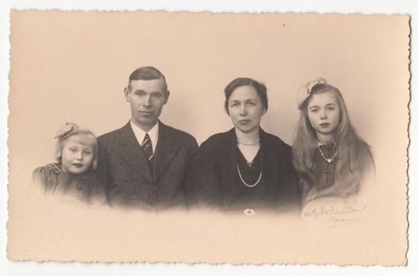 Evert Kooi en Herremijntje van de Meent met kinderen Geurtje en Everarda