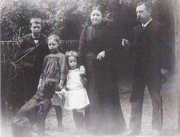 Lourentia Willemina Dwars en Willem Jiskoot met kinderen