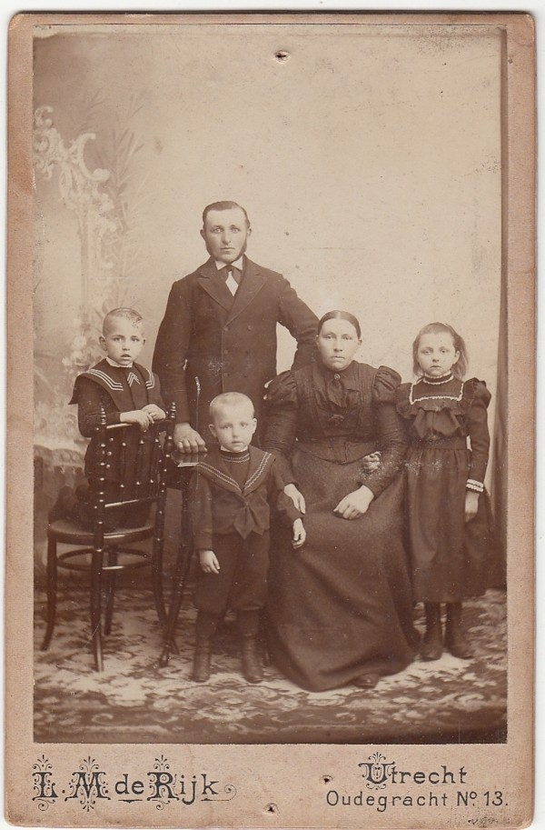 Jacob van Maanen en Gijsbertje Bosveld met kinderen