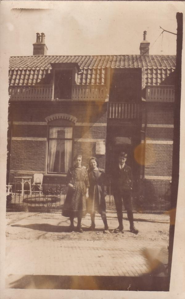 Elisabeth, Aantje en Barend van der Horst