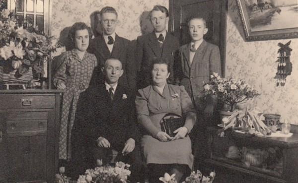 Foto  Gezin Wilhelmus Johannes Boersma en Klara Catharina Daatzelaar