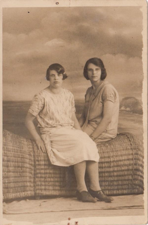 Dirkje Hornsveld en Wilhelmina Hornsveld