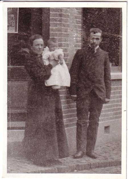 Willem van der Horst en Francina Maria Snijder met dochter Elisabeth van der Horst