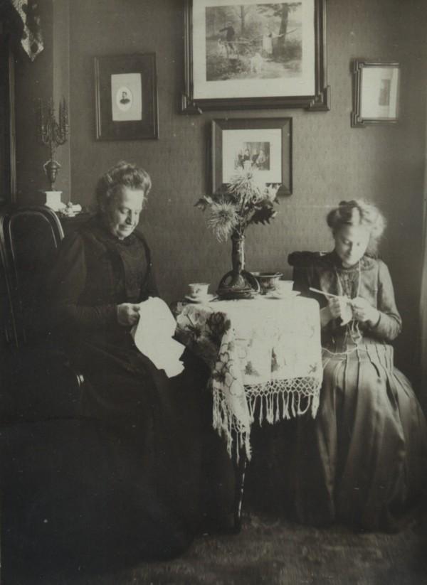 Anna Maria Cornelia van de Kamer waarschijnlijk met dochter Maria Cornelia Broeder