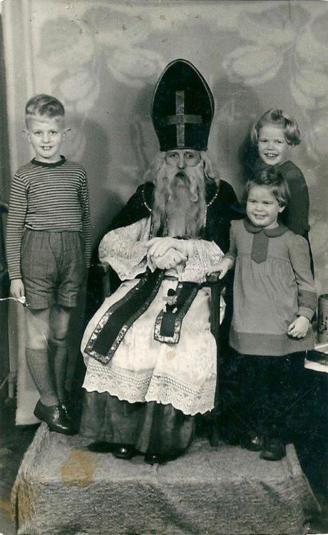 Sinterklaas met drie kinderen Groeneveld