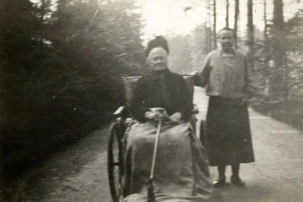 Adriana de Winter met dochter Aaltje Oosterbroek