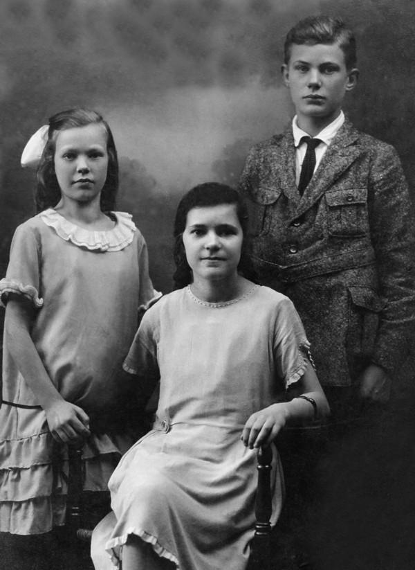 Foto  Anna Elisabeth van Dijk, Irena Notch (Hongaarse) en Laurens van Dijk