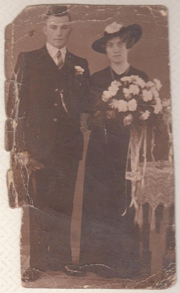 Foto  Antonius Hak en Agatha Maria Johana Staal trouwfoto