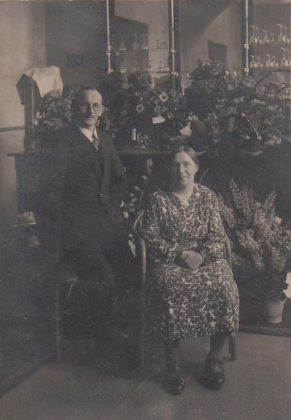 Marinus van Oostveen en Johanna Allegonda Segenhout 25 jaar getrouwd