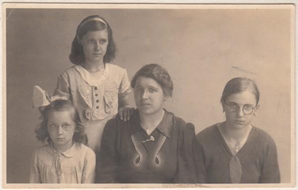 Johanna Hilhorst, Maria Everharda Hilhorst, Aaltje van Giinkel en Hendrika Richarda Hilhorst