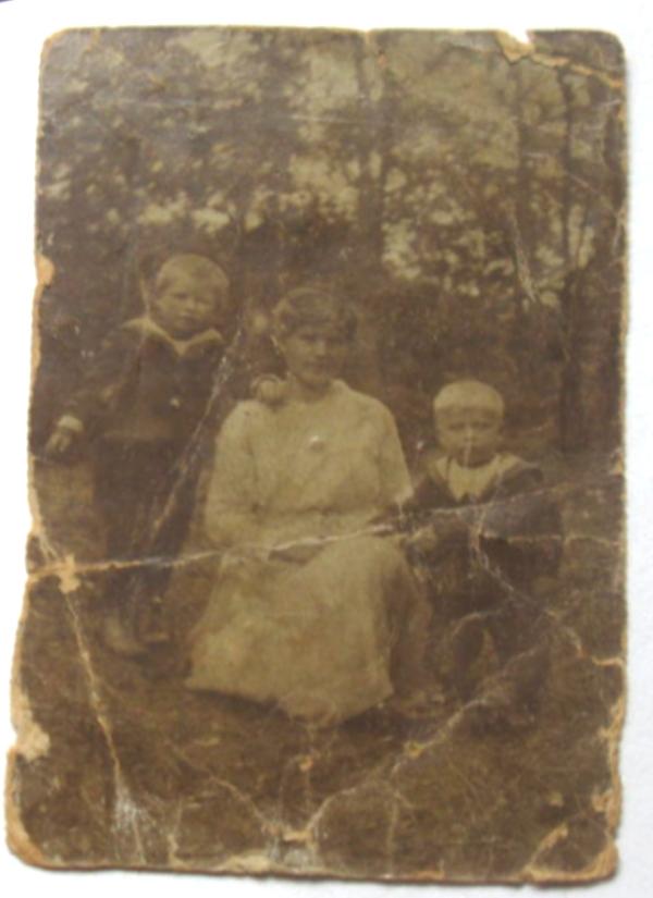Hendrikje de Vente met zoons Hendrikus en Ruth van der Krift