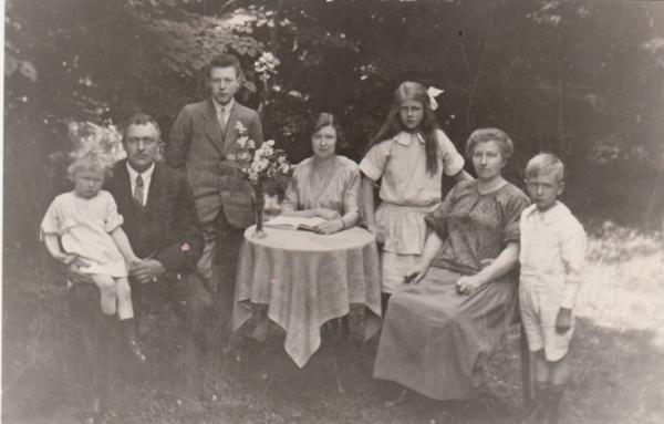 Johannes Ende en Aagje van de Haar met hun kinderen