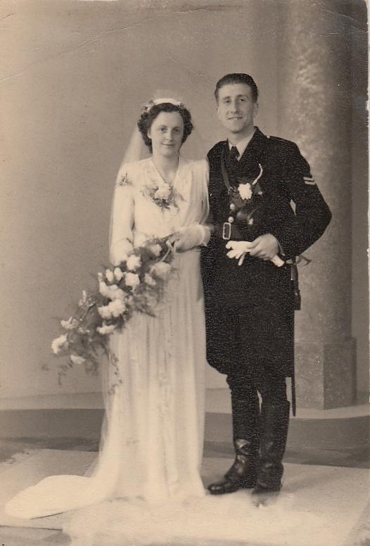 Euphemia Grada Bax en Aart Joseph Wijnhof trouwfoto