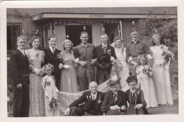 Familieportret trouwdag Johan de Jong en Everdina Haringsma