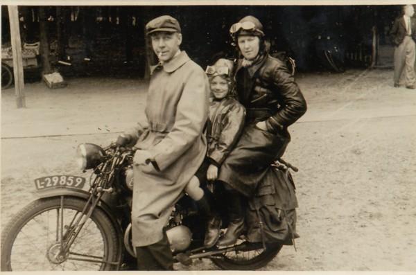 Cornelis van der Laak, Dirkje van Dijk en dochter Annie van der Laak