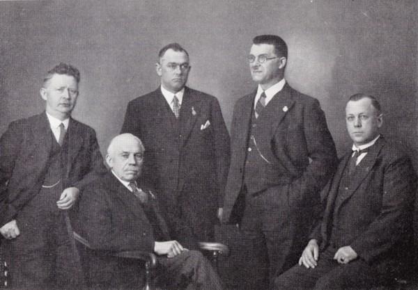 Hermanus Kroon, J. Smit, Willem Leduc, J. Deijs en Jacobus Johannes Koops oudgedienden Crescendo