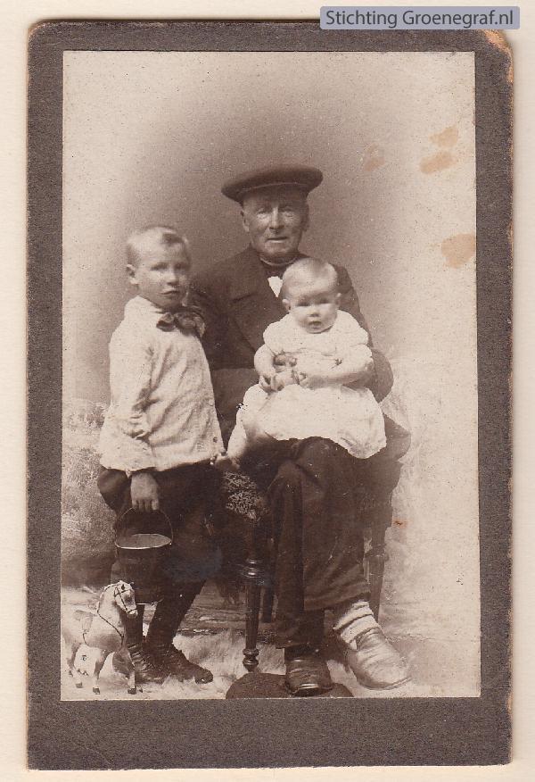 Franciscus Johannes Limper met kleinzoon Frans en kleindochter Francisca