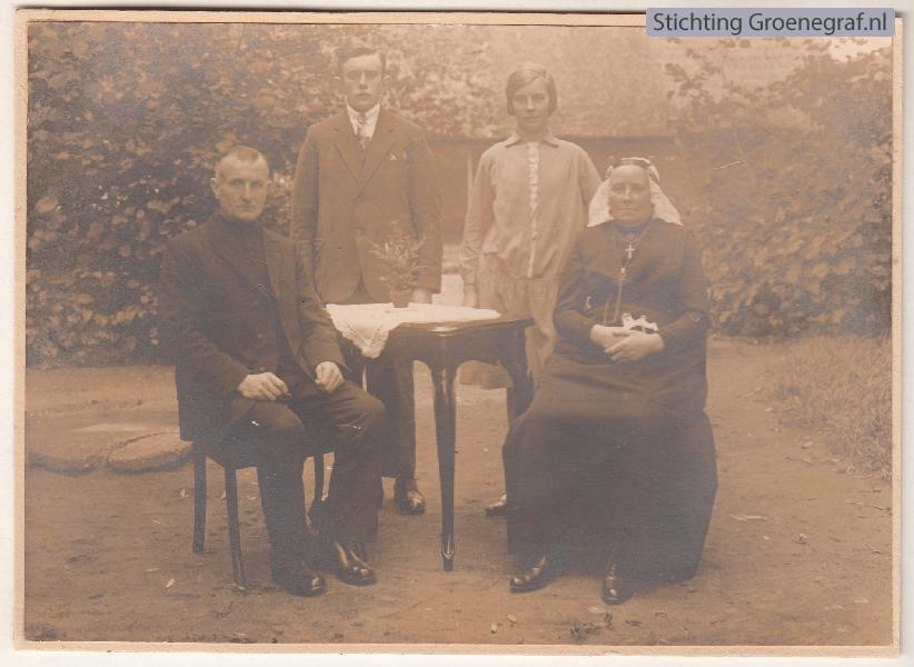 Arnoldus Schimmel en Anna Kok met kinderen