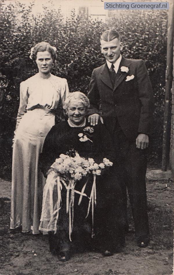 Foto  Gerrit de Gier, Francisca Johanna Everdina Limper en Pieternella Hendrieka Udo