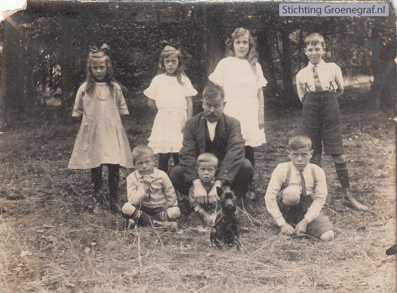 Peter Jacobus Hendriksen met kinderen