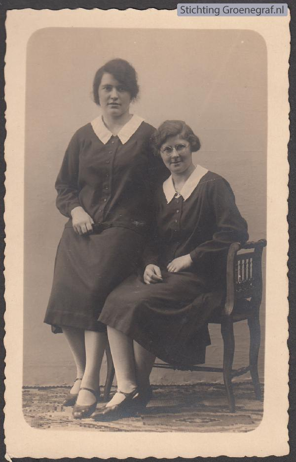Foto  Metje Hooijer en Theodora Hool