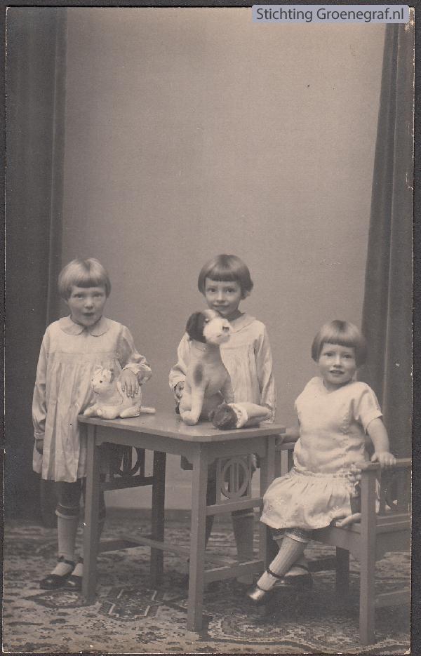 Foto  Antonia Gerritsen, Gerarda Hendrina Maria Gerritsen en Antoinetta Catharina Gerritsen