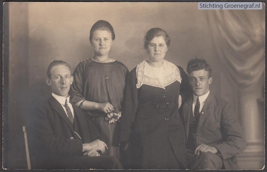 Wilhelmus Timotheus Daselaar, Cecilia Hool, Wilhelminae Hool en Wilhelmus Hendrikus Onwezen