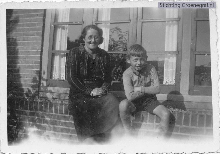 Johanna Elisabeth Slechtenhorst met zoon Roelof Johan Hornsveld